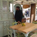Antonio, tavolo e vetrina